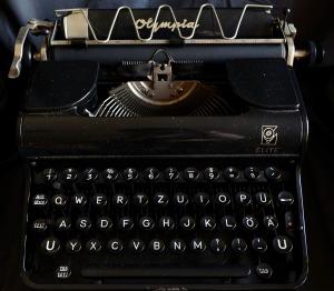 typewriter-1782005_1280
